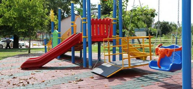 engelli-cocuklara-oyun-parki